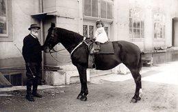 Petite Fille Sur Un Cheval Avec Don Grand-père ? - Ansichtskarten