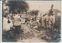 Enterrement D'un Soldat Au Cimetière De Corcieux 1917 - Anonymous Persons