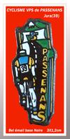 SUPER PIN'S CYCLISME : VPS, Vélo Club De PASSENANS Dand Le JURA (39), émail Base Noire, Format 3X1,2cm - Wielrennen