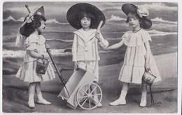 Meisjes Poseren Op Het Strand Anno 1909 - Groupes D'enfants & Familles