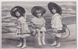 Meisjes Spelen  Op Het Strand Anno 1909 - Groupes D'enfants & Familles