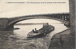 30)   PONT SAINT ESPRIT  - Un Remorqueur Sous La Grande Arche Marinière - Pont-Saint-Esprit