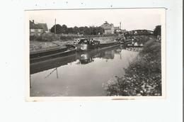 VENDHUILE (AISNE) CARTE PHOTO VUE SUR LE CANAL (PENICHES) - Autres Communes