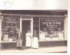 75009 Rue Lepeletier ? Carte Photo D'un Magasin  De Lait.au Dos (voir Scans)  Cachet Rue Lepeletier Et Photo R Serre . - Arrondissement: 09