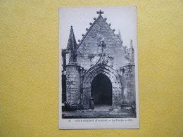 PLONEVEZ DU FAOU. La Chapelle Et Le Tombeau De Saint Herbot. Le Porche. - Plonevez-du-Faou