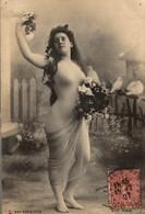TRES BELLE JEUNE FEMME AUX COLOMBES REUTLINGER PARIS - Fotografie