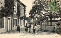 CPA - EPERNON (28) - Thème : Arbre - Aspect De La Place Du Sycomore En 1918 - Epernon