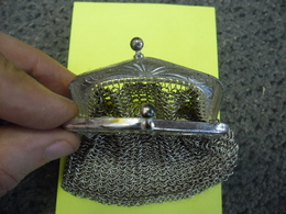 PORTE MONNAIE Ancien En Métal Argenté Poids 60 Gr.dimensions Utiles 46 Mm X  65 Mm - Bijoux & Horlogerie