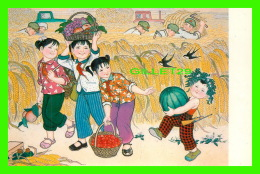 BEIJING, CHINE - OUR PLA UNCLES ARE HELPING US WITH OUR HARVEST - No 6 - - Chine