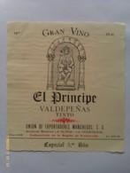 Lote 2 Etiquetas Vino El Príncipe. 1979. Bodegas La Gloria Y La Constancia. D.O. Valdepepeñas. España - Vino Tinto