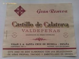 Lote 2 Etiquetas Vino Castillo De Calatrava. Años '80. Bodegas Visan. Santa Cruz De Mudela. D.O. Valdepeñas. Ciudad Real - Vino Tinto