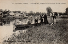 CPA 79 LE MARAIS POITEVIN Atterissage D'une Canot-automobile Au Bord De La Sèvre Niortaise - France