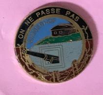 MILITAIRE ON NE PASSE PAS - Army