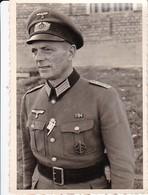 Foto Deutscher Soldat Mit Orden Und Abzeichen - 2. WK - 9*6cm (34475) - Krieg, Militär