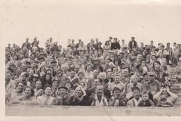 Photo 9 X 14. Spectateurs Dans Stade Ou Arènes (?) Pyrénées-Photo A. CHAUVIN 49 Rue Mal Foch PERPIGNAN (66) - Lieux
