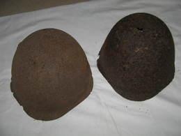 Lot 2x Casque Russe Soviétique  Avec Trou De Tir ,WW2 1939-1945 Bataille De Stalingrad 100% Authentique - Headpieces, Headdresses