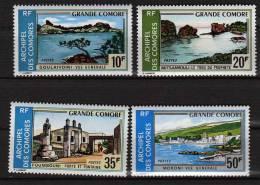 Comores N° 80 / 83 X  Tourisme Paysages Divers, Les 4 Valeurs Trace De Charnière Sinon TB - Comoro Islands (1950-1975)