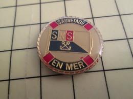 Pin1216a Pin's Pins : BEAU ET RARE : BATEAUX / BOUEE SAUVETAGE EN MER SNSM - Schiffahrt
