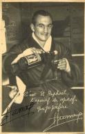 PHOTO BOXE BOXEUR  DEDICACE BOXEUR HUMEZ ET PUBLICITE SAINT RAPHAEL  FORMAT  14 X 9 CM - Autographes