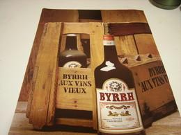 ANCIENNE PUBLICITE BYRRH AUX VINS VIEUX 1979 - Alcoholes