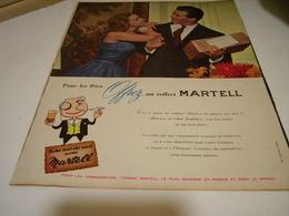 ANCIENNE PUBLICITE OFFREZ UN COFFRET  COGNAC MARTELL 1958 - Alcoholes