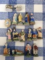 17/50 Feves Creche Les Santons Traditionnels Avant 1993 Arguydal Marie Joseph Jesus Villageois Roi Mage Mouton - Santons