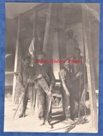 Photo Ancienne - Lieu à Situer - Superbe Portrait D' Ouvrier Avec Scie & Chaine - Charpente ? Artisan Work Travail Homme - Métiers