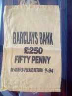 Barclays Bank Tissue Bag For £250 In Fifty Penny Coins United Kingdom - Autres