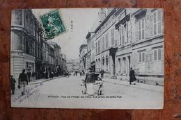 VERDUN (55) - RUE DE L'HOTEL DE VILLE - VUE PRISE DE CETTE RUE - Verdun