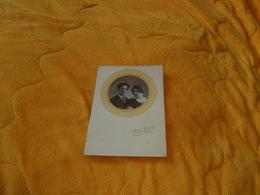 PHOTO ANCIENNE DATE ?. / PHOTO MIDGET. J. LE BRIS SALONS DE POSE & EXPOSITION. PARIS. / PORTRAIT ANONYME.. - Persone Anonimi