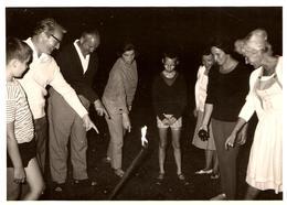 Photo Originale Bataille De Points à La Pétanque - ça Discute Dur & By-Night ! 1970/80 - Mia Kobza - Personnes Anonymes