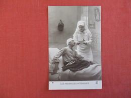 Red Cross --- Les Nouvelles Attendues-----------ref 2950 - Red Cross
