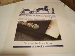 ANCIENNE AFFICHE PUBLICITE HERMES L AMOUR DU DETAIL  1977 - Habits & Linge D'époque