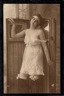 Beauté Féminine D'autrefois - Carte Photo - Nus Adultes (< 1960)