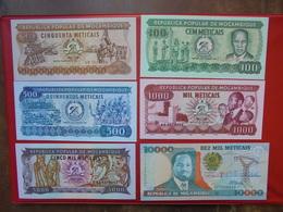 MOZAMBIQUE SERIE DE 6 BILLETS NEUFS - Coins & Banknotes