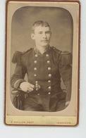 PHOTOGRAPHIES ORIGINALES - Portrait Militaire - Cliché Sur Support Cartonné Réalisé Par Photo. E. GUILLON à ISSOUDUN - Photos