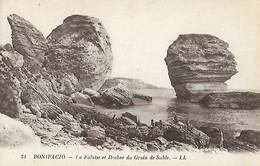 CARTE POSTALE ORIGINALE ANCIENNE : BONIFACIO LA FALAISE ET ROCHER DU GRAIN DE SABLE ANIMEE  CORSE DU SUD  (20) (2A) - Sonstige Gemeinden
