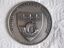 Médaille 11e Division Militaire Territoriale - Army & War