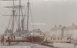 Essex  HEYBRIDGE BASIN Sailing Ship Loaded With Wood  RP   E2348 - Angleterre
