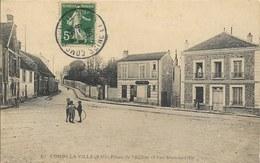 Cpa Combs La Ville, Place De L'église Et Rue Sommeville, Enfants, Cerceau - Combs La Ville