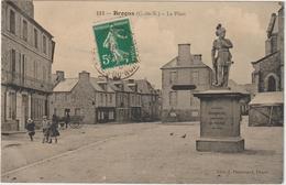 BROONS - ( C. Du N. ) - La Place - Statue De Bertrand DUGUESCLIN - Enfants Et Attelage à Gauche. - Francia
