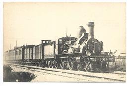 TRAIN - LES LOCOMOTIVES DU PLM - Un Express Vers 1900 Remorqué Par Une Machine Série 111-400 - Trains