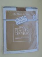 Paire De Bas Nylon Mousse  VINTAGE Neuf Jamais Porté , LE BOURGET  Couleur FOUINE (Chair)  , Taille 0 , Années 60/70 - Bas