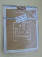 Paire De Bas Nylon Mousse  VINTAGE Neuf Jamais Porté , LE BOURGET  Couleur FOUINE (Chair)  , Taille 0 , Années 60/70 - Tights & Stockings