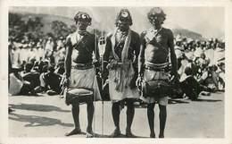 LES ARTS COLONIAUX - Madagascar,lutteurs Et Danseurs Bara. - Madagascar