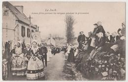 CPA 29 LE JUCH Jeunes Filles Portant Les Reliques Pendant La Procession - Otros Municipios
