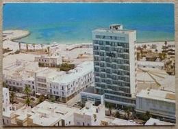 TUNISIE.SOUSSE.AVENUE BOURGUIBA ET LE SOUSSE PALACE.ECRITE AU DOS.1975.TBE. - Túnez