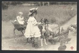 * Attelage De Chien - Fillette Avec Petit Chien , Poules Et Bébé N°3 - Autres
