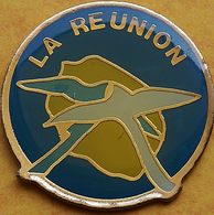 CC 242 ...ÎLE DE LA RÉUNION......département Français De L'océan Indien.. - Pin's
