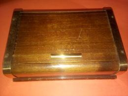 ANCIEN DISTRIBUTEUR A CIGARETTE Ou Cigares EN BOIS VERNIS COULISSANT 1950 / 60 CERCLAGE MÉTALLIQUE - Boîtes/Coffrets